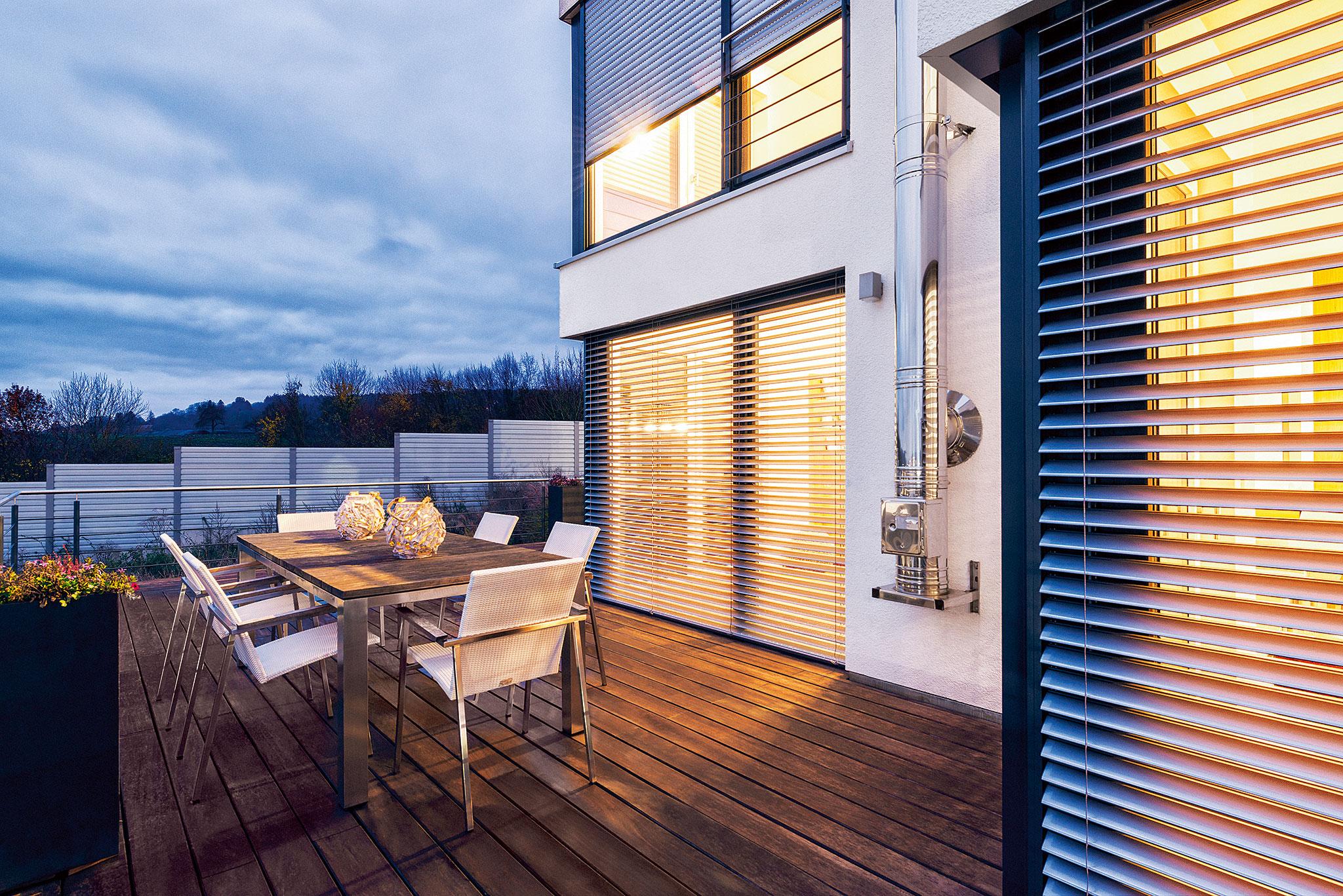 Fensterfront eines modernen Hauses