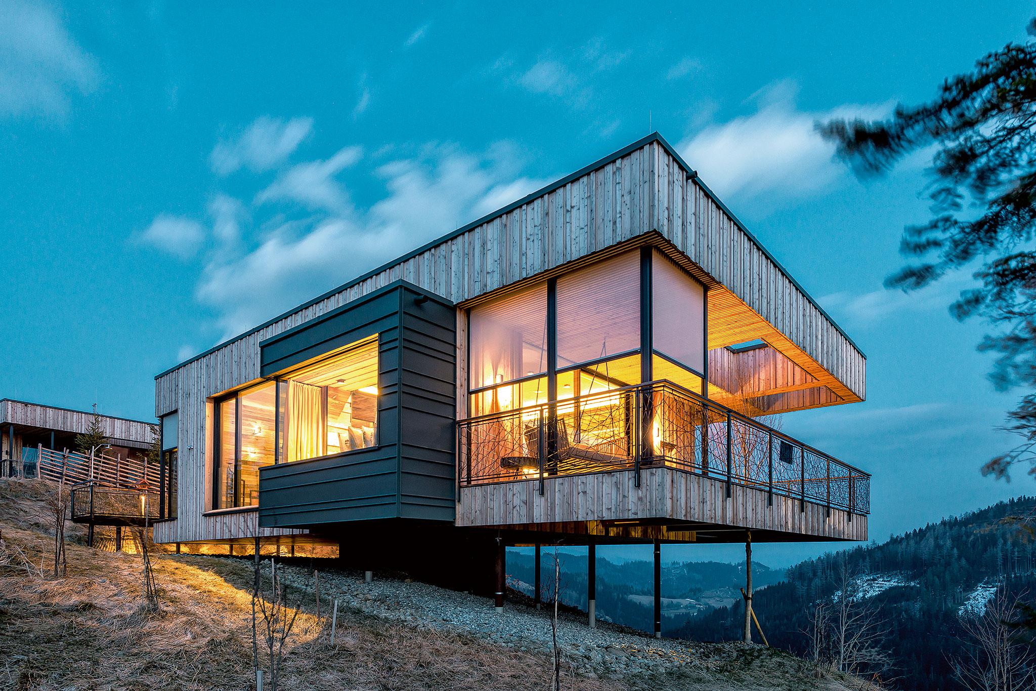 Minimalistisches Haus auf Stützen